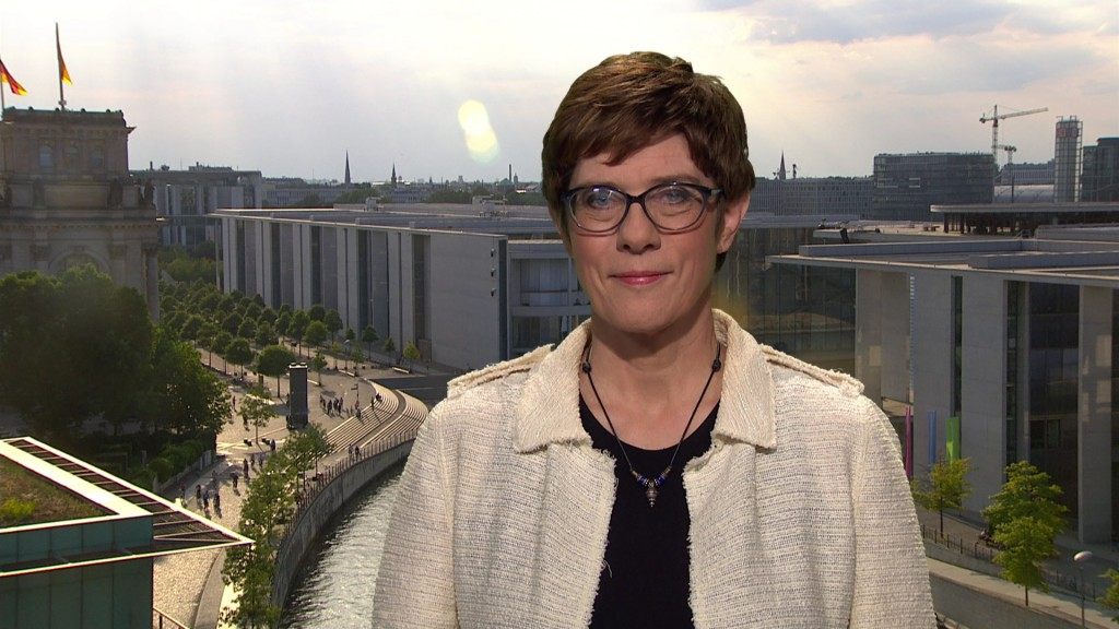 Annegret Kramp-Karrenbauer im SR-Interview (Foto: SR)