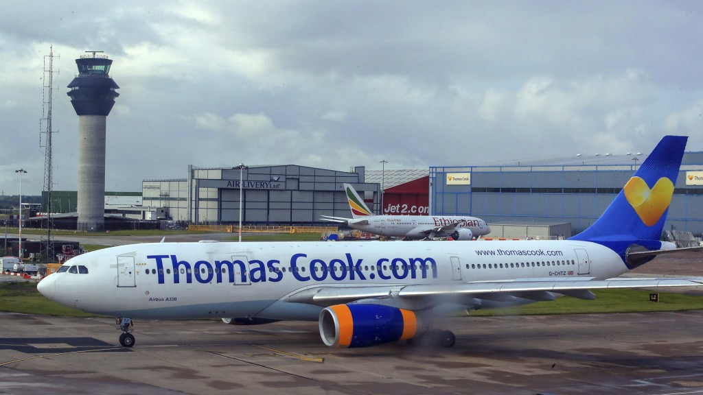 Thomas-Cook-Flieger am Boden (Foto: picture alliance/Peter Byrne/PA/dpa)