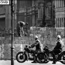 1963 errichtete die DDR die Mauer um Westberlin (Archivfoto: dpa)