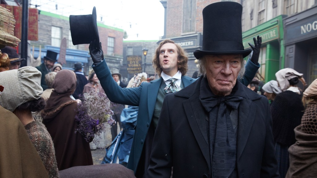 Christopher Plummer (rechts) als Scrooge (Foto: dpa / Kerry Brown)