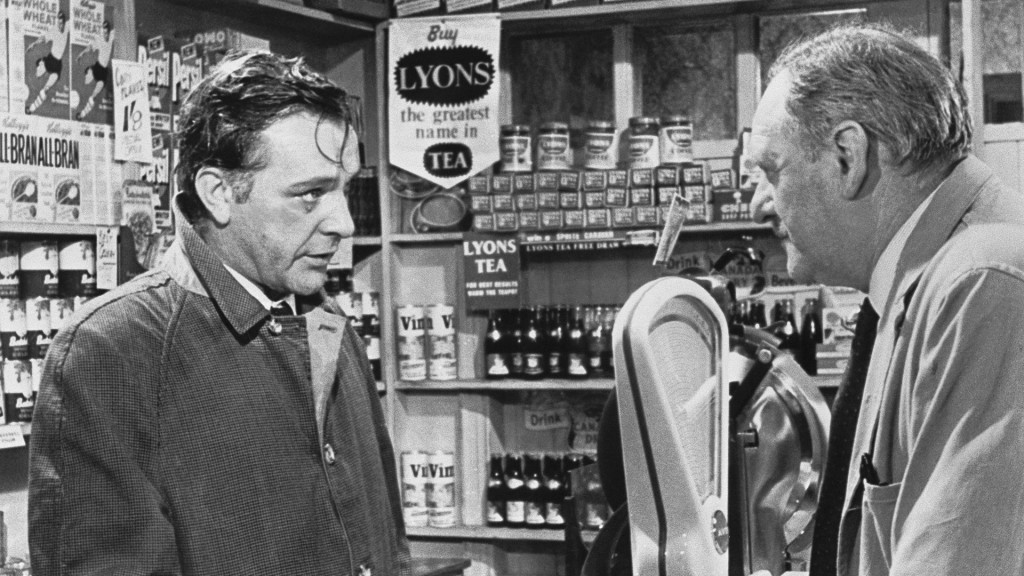 Der Spion, der aus der Kälte kam (1965) RICHARD BURTON (Alec Leamas), EDWARD HARVEY (Man in the Shop) (Foto: Imago Images/UnitedArchives)